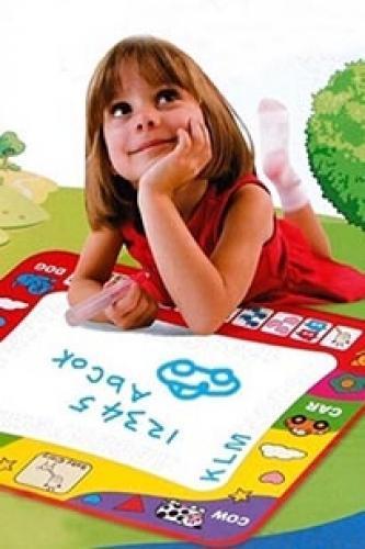 Bảng vẽ bằng vải 76*57cm và bút nước suối cho bé